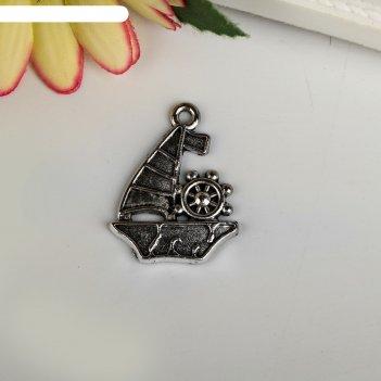 Декоративный элемент парусник со штурвалом