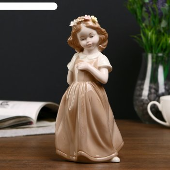 Сувенир девочка в кофейном платье с цветочным венком в волосах 20х8,3х10 с