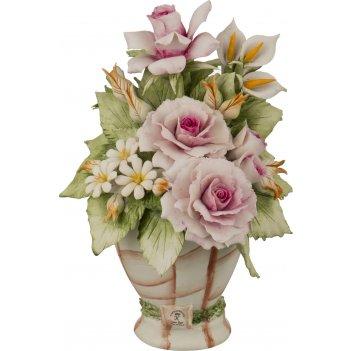 Декоративная ваза с цветами 12*12 см. высота=19 см.