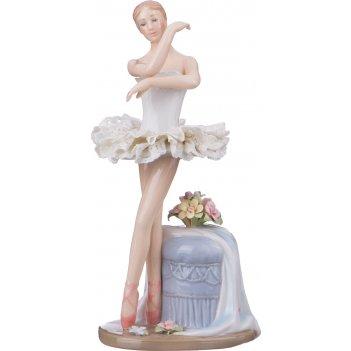Статуэтка балерина высота=18 см. серия фарфоровые кружева