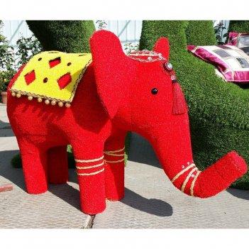 Топиар фигура слоник красный, украшенный камнями и попоной
