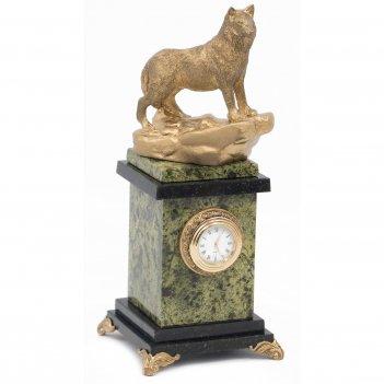 Часы волк на камне змеевик