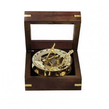 Морской компас в деревянном футляре