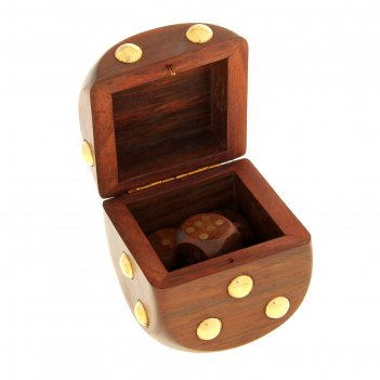 Игральные кубики в шкатулке