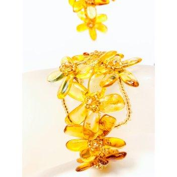 Изящный браслет с цветами из балтийского янтаря и бисера