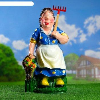 Садовая фигура дачница с корзиной микс