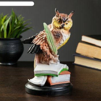 Статуэтка сова с пером на книгах 23х13 см