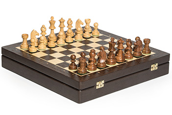 Шахматы в ларце классические, фигуры самшит и палисандр, 40х40см