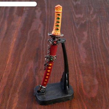 Нож танто сувенирный на вертикальной подставке, коричневые ножны, красные