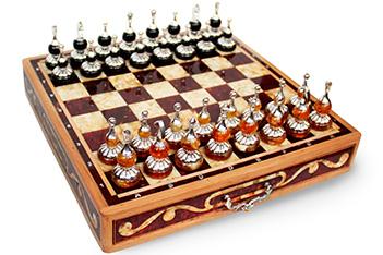 Шахматы элитные из калининградского янтаря
