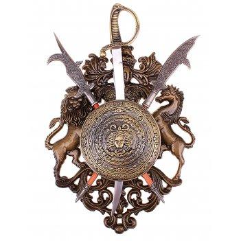 Геральдика, щит с горгоной, сабля и две алебарды