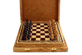 Шахматы из карельской березы в футляре 29х29см