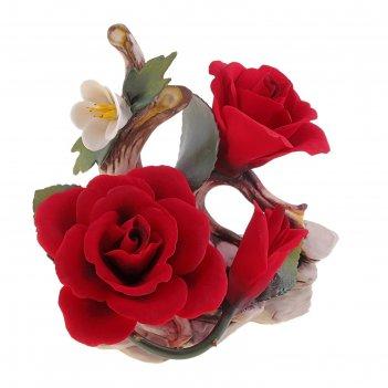 Декоративная композиция соцветие роз