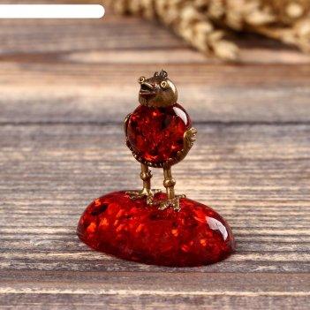 Сувенир из латуни и янтаря курочка