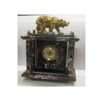 Часы из яшмы с медведем