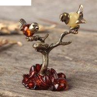 Сувенир из латуни и янтаря птички на дереве