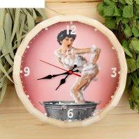 Часы банные бочонок девушка в пене