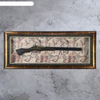 Сувенирное изделие панно с ружьем на карте мира, рама под патину