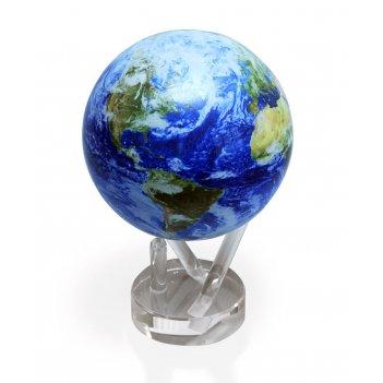 Подарочный глобус - вид земли из космоса в облаках