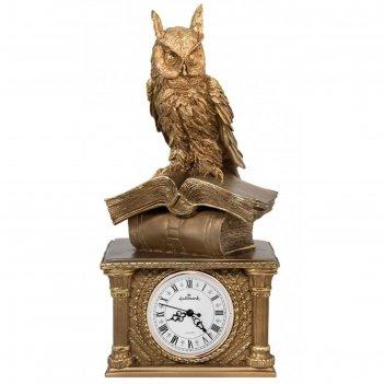 Часы сова на книгах