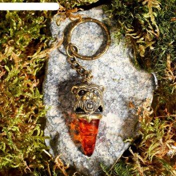 Брелок из латуни и янтаря клык медведя маленький 2х5 см