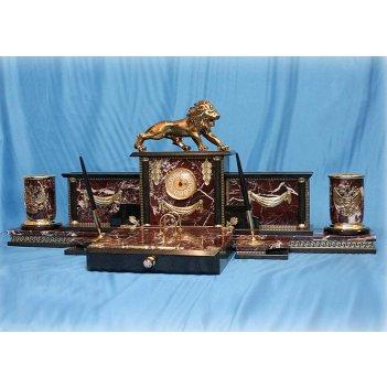 Настольный набор из яшмы с фигуркой льва