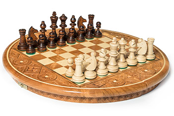 Шахматы резные рубин темные (35х35см)