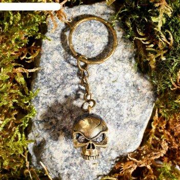 Брелок из латуни и янтаря череп 1.8х2.5 см