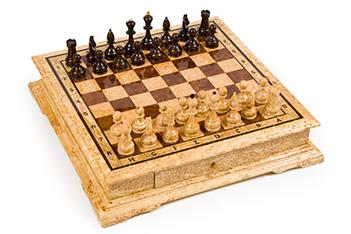 Шахматы средние из карельской березы в ларце 47х47см