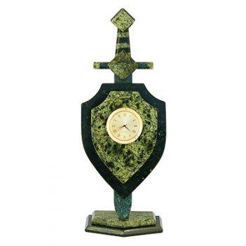 Часы из камня щит и меч, камень змеевик арт.3072 сувениры из змеевика