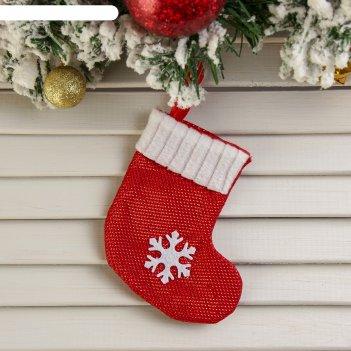 Подвеска красный носок со снежинкой