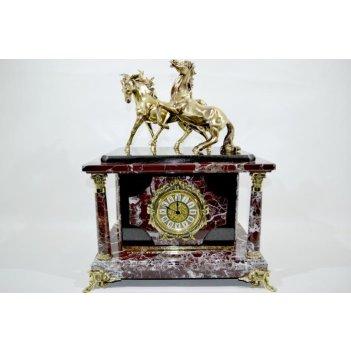 Часы-сейф из яшмы с лошадками