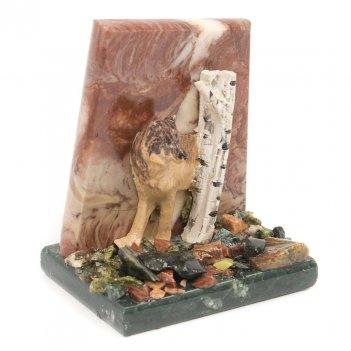 Сувенир волк у скалы лемезит