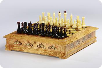 Эксклюзивные шахматы ларец, карельская береза, янтарь, 45х45см