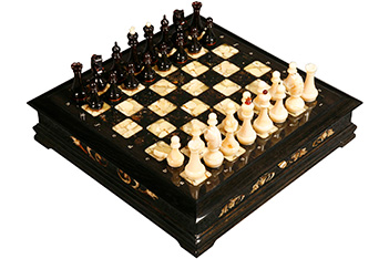 Эксклюзивные шахматы ларец, мореный дуб, янтарь, 45х45см