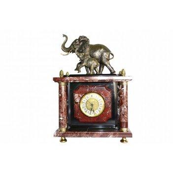 Часы из яшмы с слонами