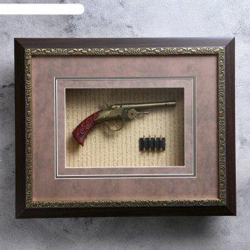 Сувенирное изделие в позолоченной раме, пистолет и патроны в позолоченной