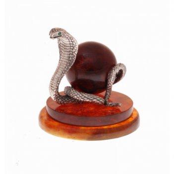 Сувенир змея с шаром из янтаря