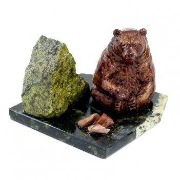Сувенир мишка у камня сидящий змеевик