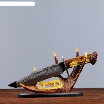 Нож сувенирный на горизонтальной подставке волк на лосинных рогах