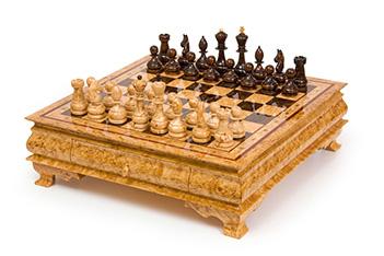 Большие шахматы из карельской березы в ларце 45х45см