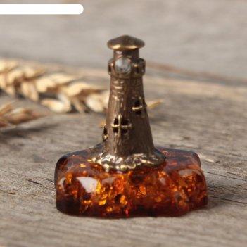 Сувенир из латуни и янтаря маяк