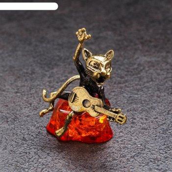 Сувенир из латуни и янтаря кот-певец с гитарой