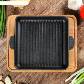 Сковорода чугунная квадратная гриль хорека с подставкой, 180 х 180 х 25 мм