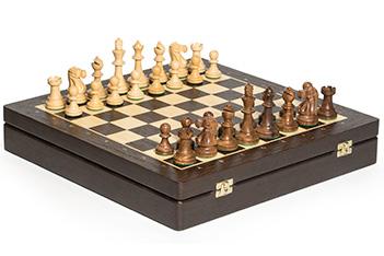 Шахматы в ларце стаунтон монарх, фигуры самшит и палисандр, 40х40см