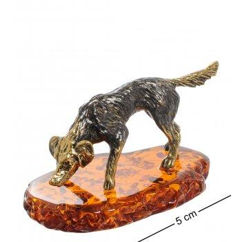 Am-1951 фигурка собака охотничья (латунь, янтарь)