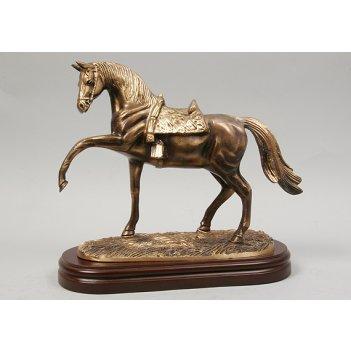 1131 лошадь на подставке кашт.26х30см