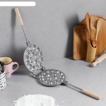 Форма для выпечки печенья 16 орешков, с деревянной ручкой