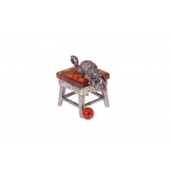 Сувенир кот с мячиком из янтаря