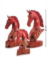 10-014 фигурка дерев. лошадь (батик, о.ява) набор из 3-х, красн. 25см